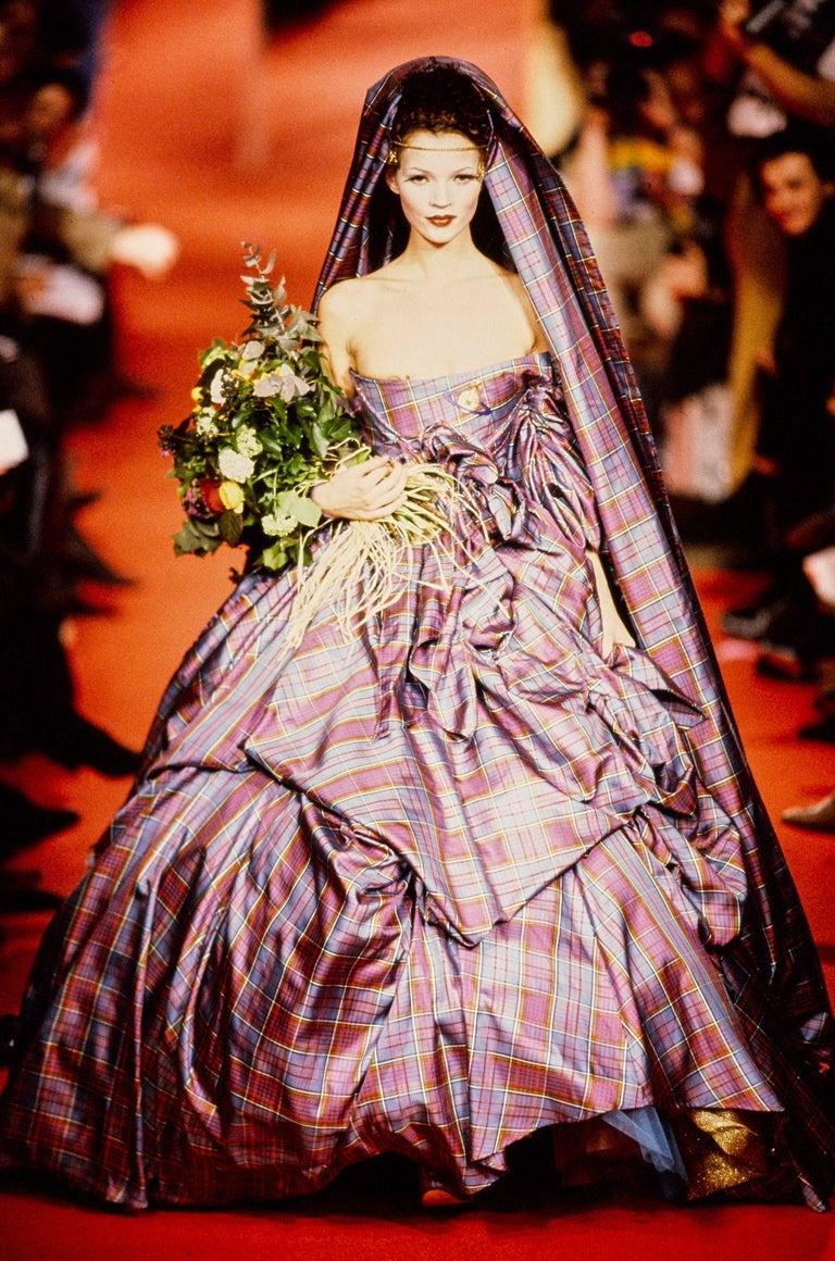 ▪ Vivienne Westwood tartan wool platform court shoes  ▪ Pink ribbon lace-up fastening   ▪U.K. 6 - EU 39  ▪ Fall-Winter 1993
