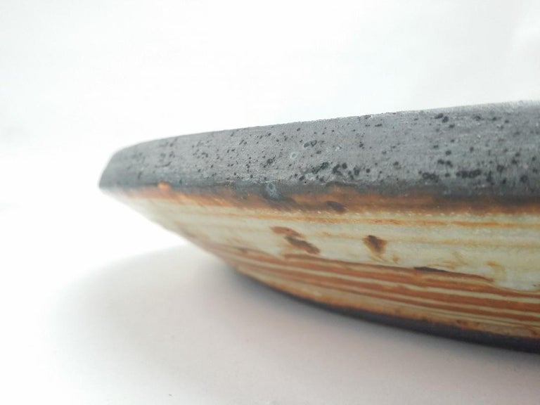 Vivika and Otto Heino Studio Pottery Charger In Good Condition For Sale In Providence, RI