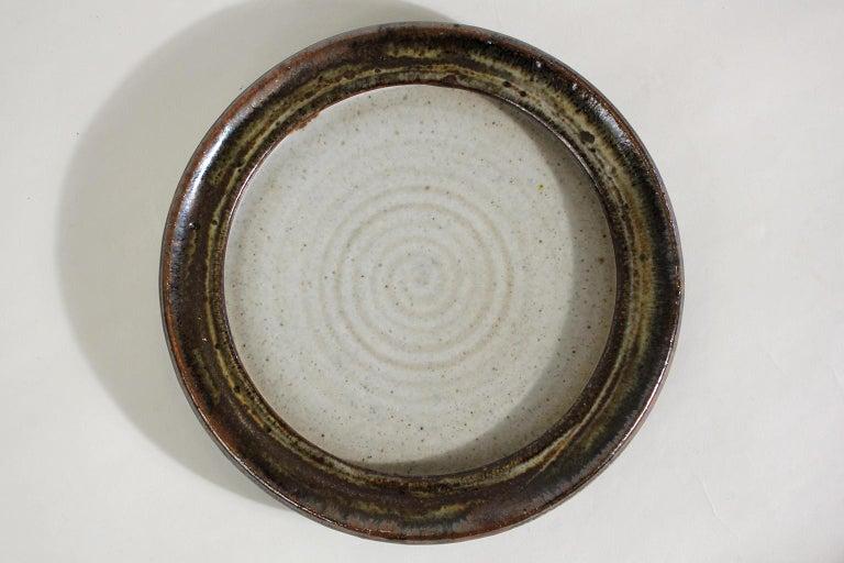 Vivika & Otto Heino California Studio Art Pottery Stoneware Low Bowl Plate In Excellent Condition For Sale In San Diego, CA