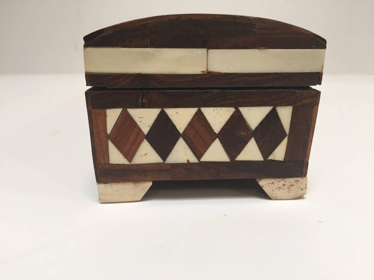 Vizagapatam Anglo-Indian Rectangular Box Inlaid with Bone and Sandalwood In Good Condition For Sale In North Hollywood, CA