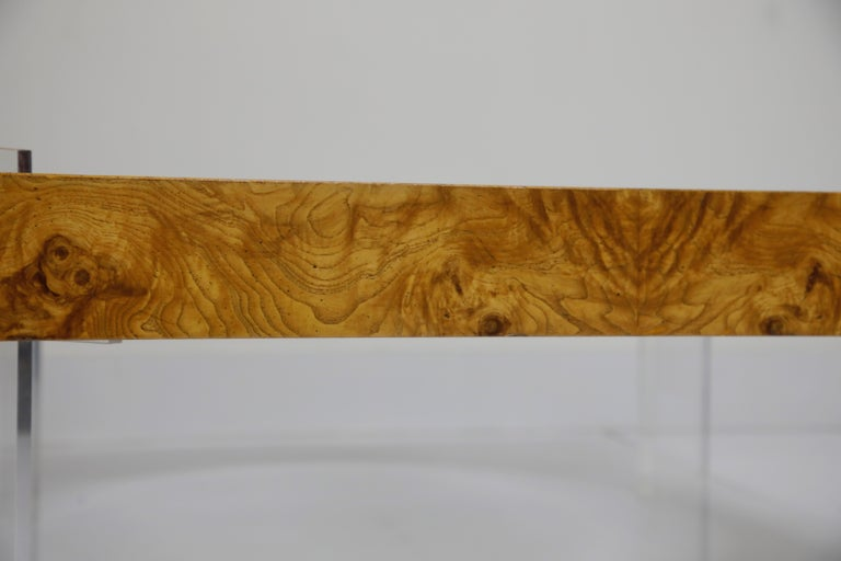 Vladimir Kagan Burled Wood and Lucite Coffee Table, circa 1970, Restored For Sale 3