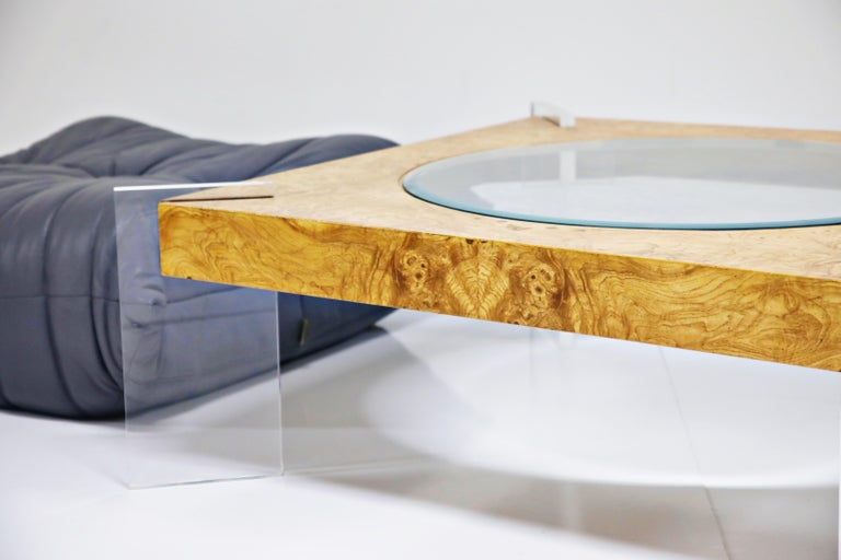 Vladimir Kagan Burled Wood and Lucite Coffee Table, circa 1970, Restored In Excellent Condition For Sale In Los Angeles, CA