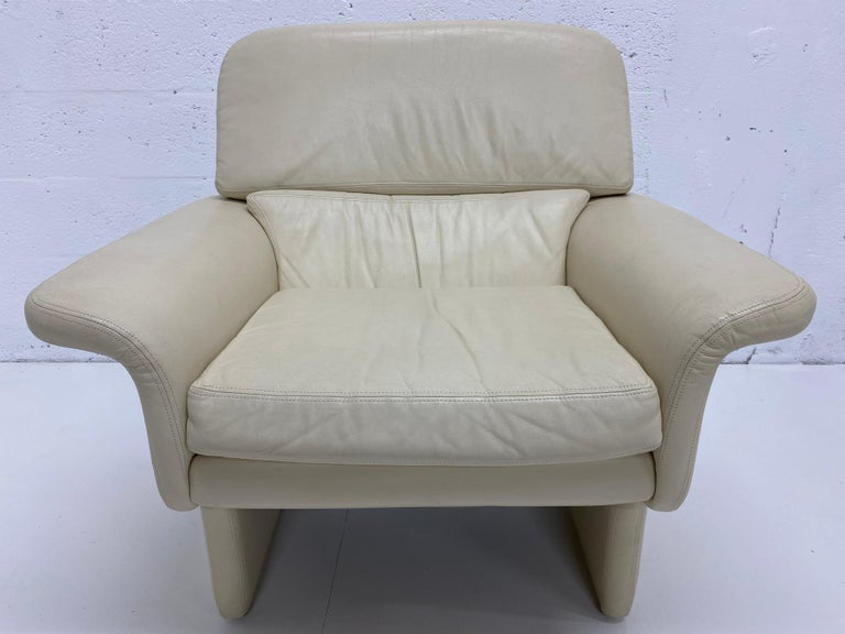 Vladimir Kagan attributed cream colored leather lounge chair for preview, 1980s.