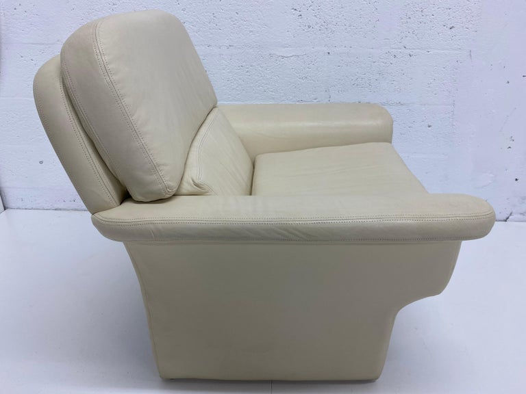 Mid-Century Modern Vladimir Kagan Attr. Cream Leather Lounge Chair for Preview, 1980s For Sale