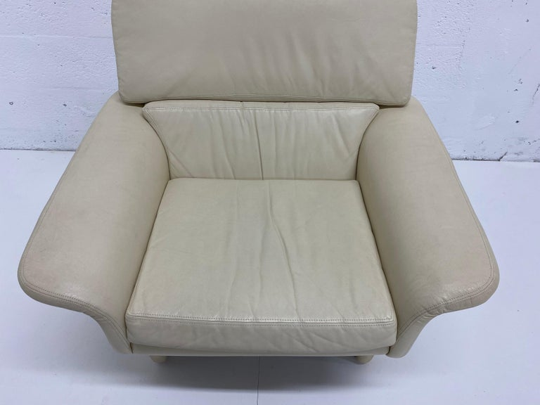 Vladimir Kagan Attr. Cream Leather Lounge Chair for Preview, 1980s For Sale 2