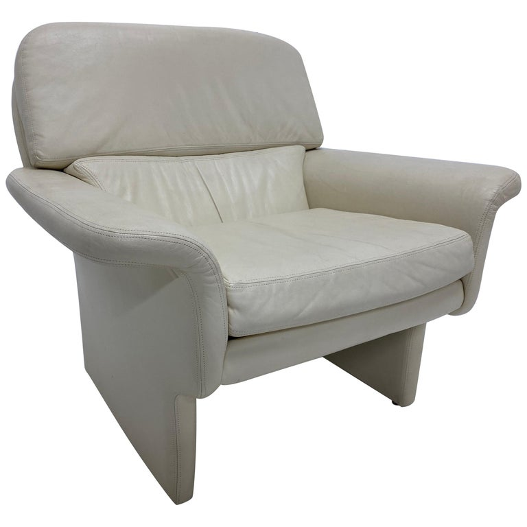 Vladimir Kagan Attr. Cream Leather Lounge Chair for Preview, 1980s For Sale