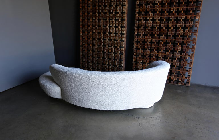 Vladimir Kagan Curved Serpentine Cloud Sofa for Directional For Sale 3