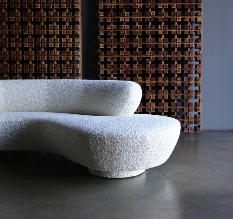 Vladimir Kagan Curved Serpentine Cloud Sofa for Directional For Sale 5