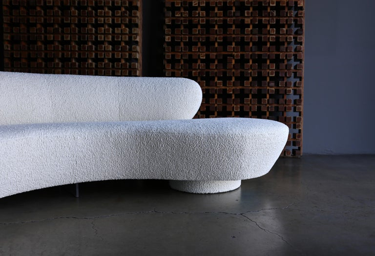 Vladimir Kagan curved serpentine cloud sofa for Directional. Model# 4891 J. This piece has been expertly restored.