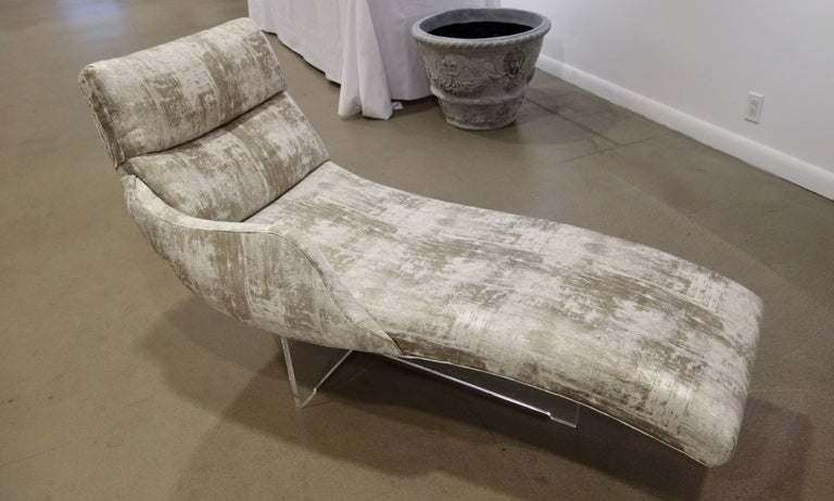 "Mid-Century Modern Vladimir Kagan ""Erica"" Chaise Lounge on Lucite Base In Greige Fabric For Sale"