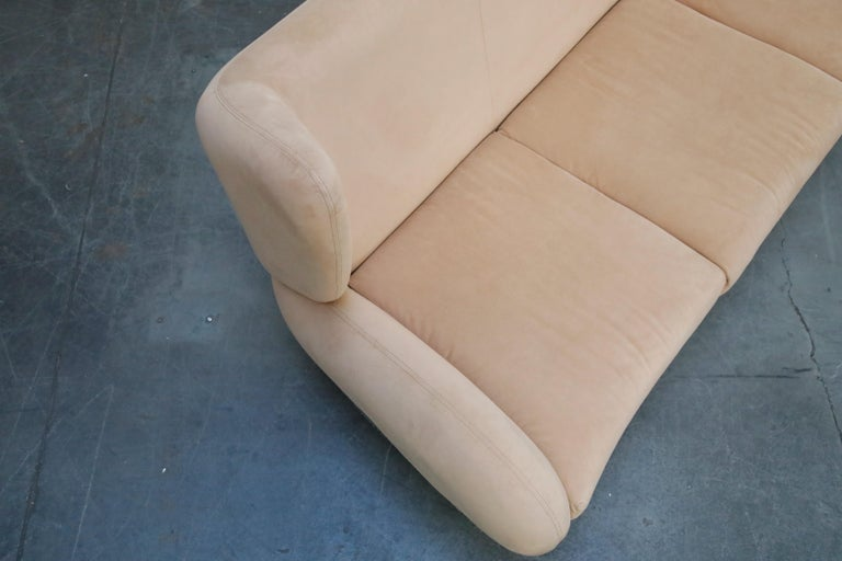 Vladimir Kagan for American Leather 'Fiftyish' Wingback Sofa, Signed For Sale 5