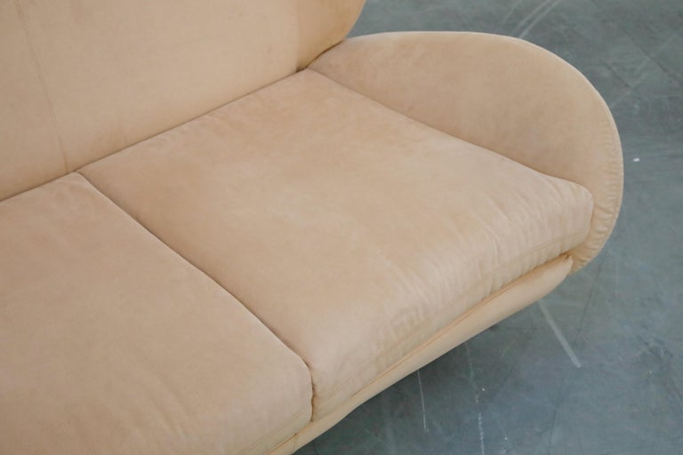 Vladimir Kagan for American Leather 'Fiftyish' Wingback Sofa, Signed For Sale 7
