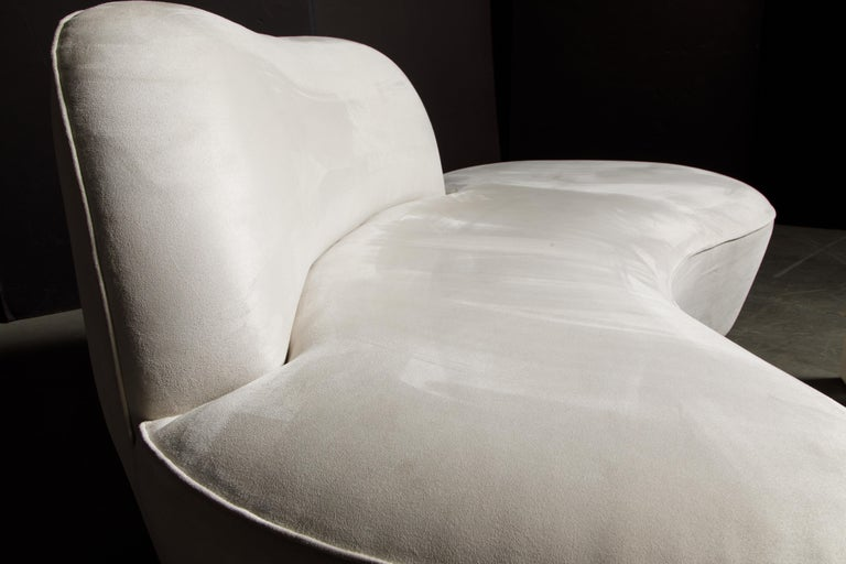 Vladimir Kagan for American Leather 'Zoe' Sofa in White Alcantara, Signed For Sale 10