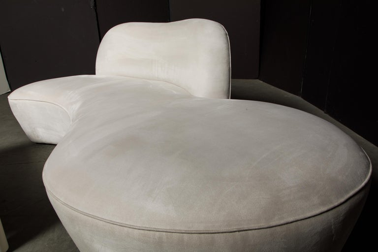 Vladimir Kagan for American Leather 'Zoe' Sofa in White Alcantara, Signed For Sale 11