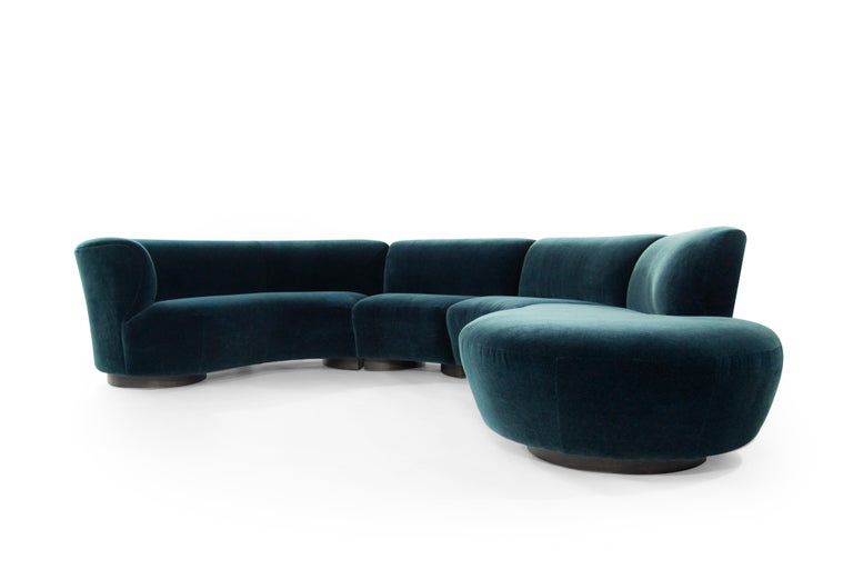 Vladimir Kagan for Directional Sectional in Teal Mohair, circa 1970s In Excellent Condition For Sale In Stamford, CT