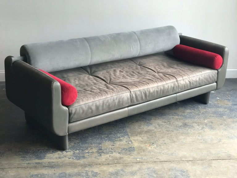 """Contemporary Vladimir Kagan """"Matinee"""" Sofa/ Daybed for American Leather, Postmodern For Sale"""