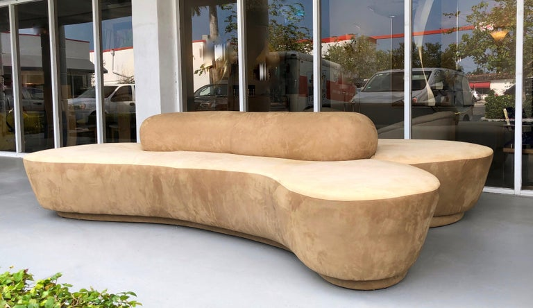 Vladimir Kagan Rare Double L Facing Sofa by Directional In Good Condition For Sale In Miami, FL