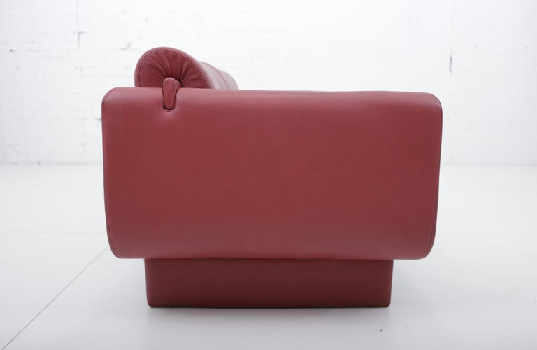 "American Vladimir Kagan Red Leather ""Matinee"" Sofa Daybed For Sale"
