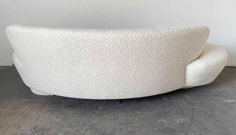 Vladimir Kagan Serpentine Cloud Sofa Upholstered in Heavy Boucle For Sale 3