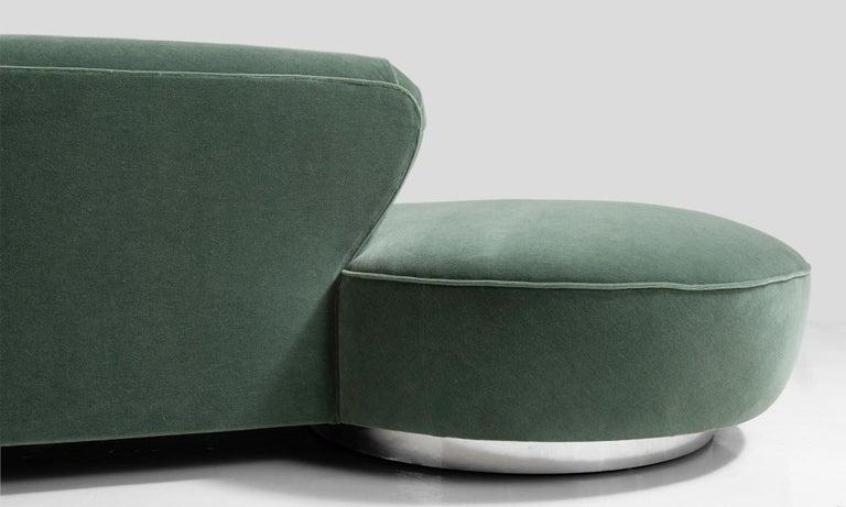Vladimir Kagan Serpentine Sofa, America, 20th Century In Good Condition For Sale In Culver City, CA