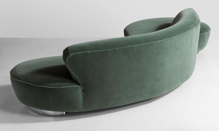 Mohair Vladimir Kagan Serpentine Sofa, America, 20th Century For Sale