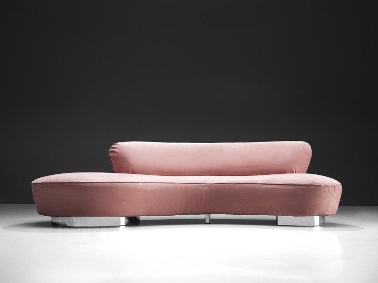 Mid-Century Modern Vladimir Kagan Serpentine Sofa in Pink Upholstery For Sale