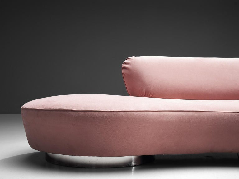 Mid-20th Century Vladimir Kagan Serpentine Sofa in Pink Upholstery For Sale