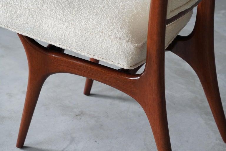 American Vladimir Kagan, Side Chair, Walnut, White Boucle, Kagan-Dreyfus 1960s For Sale