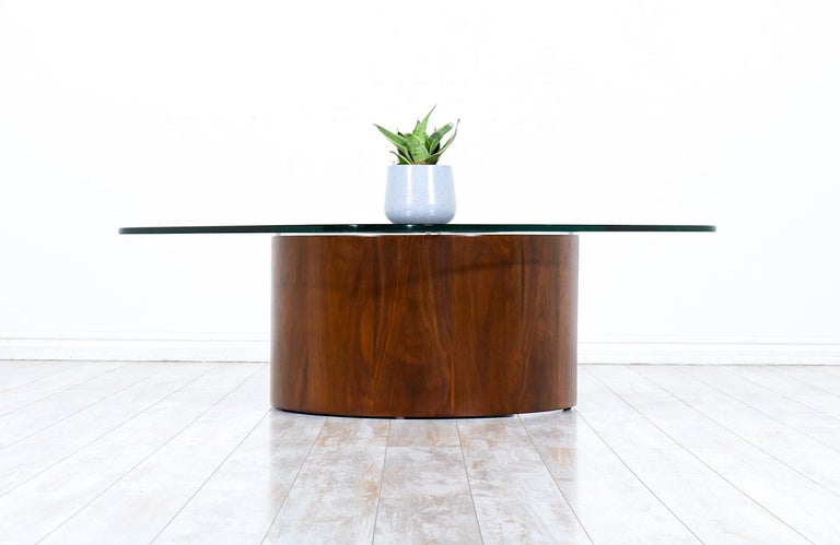 """Vladimir Kagan """"Snail"""" Coffee Table with Glass Top for Selig In Excellent Condition For Sale In Los Angeles, CA"""