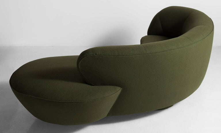 Modern Vladimir Kagan Sofa, America, circa 1970 For Sale
