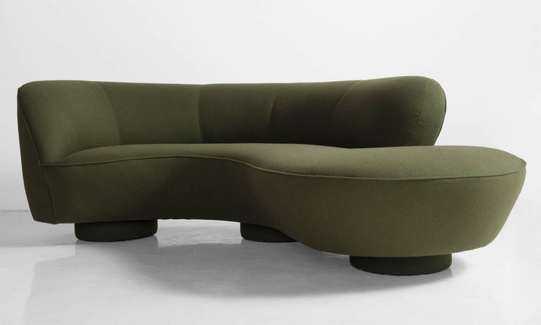 American Vladimir Kagan Sofa, America, circa 1970 For Sale