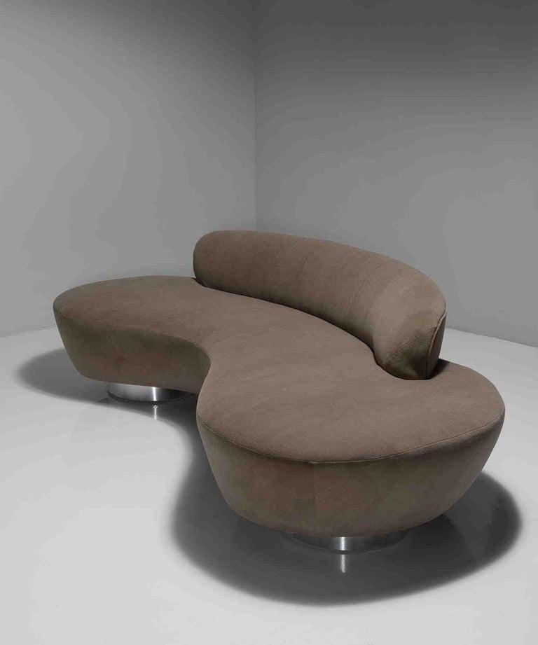 Vladimir Kagan Sofa In Good Condition For Sale In Culver City, CA