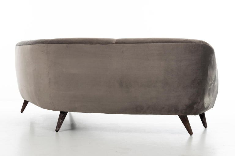 Vladimir Kagan Sofa In Good Condition For Sale In Chicago, IL