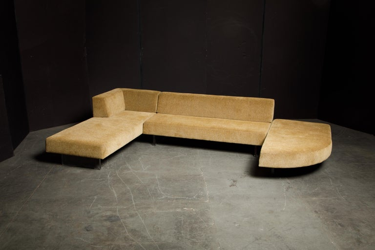 Vladimir Kagan Three Piece 'Omnibus' Sectional Sofa with Lucite Legs, Signed For Sale 4