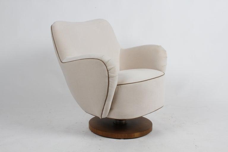 Vladimir Kagan Tilt-Swivel Barrel Lounge Chair Model 100-S w/ Holly Hunt Velvet For Sale 4