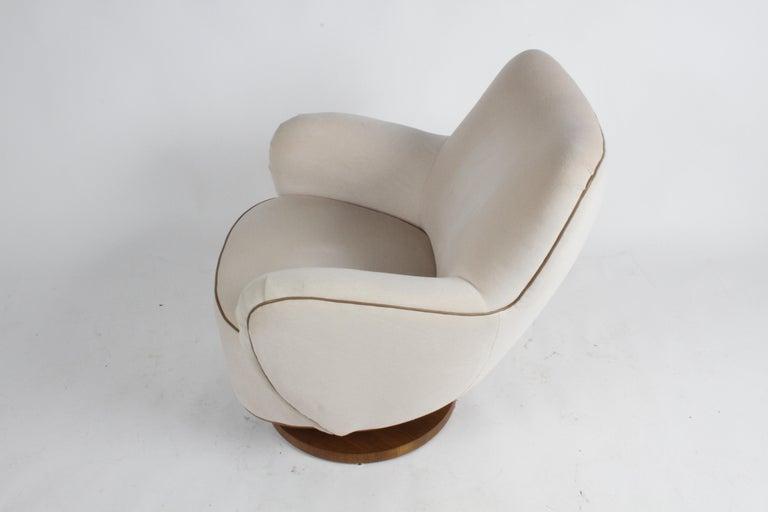 Vladimir Kagan Tilt-Swivel Barrel Lounge Chair Model 100-S w/ Holly Hunt Velvet In Good Condition For Sale In St. Louis, MO