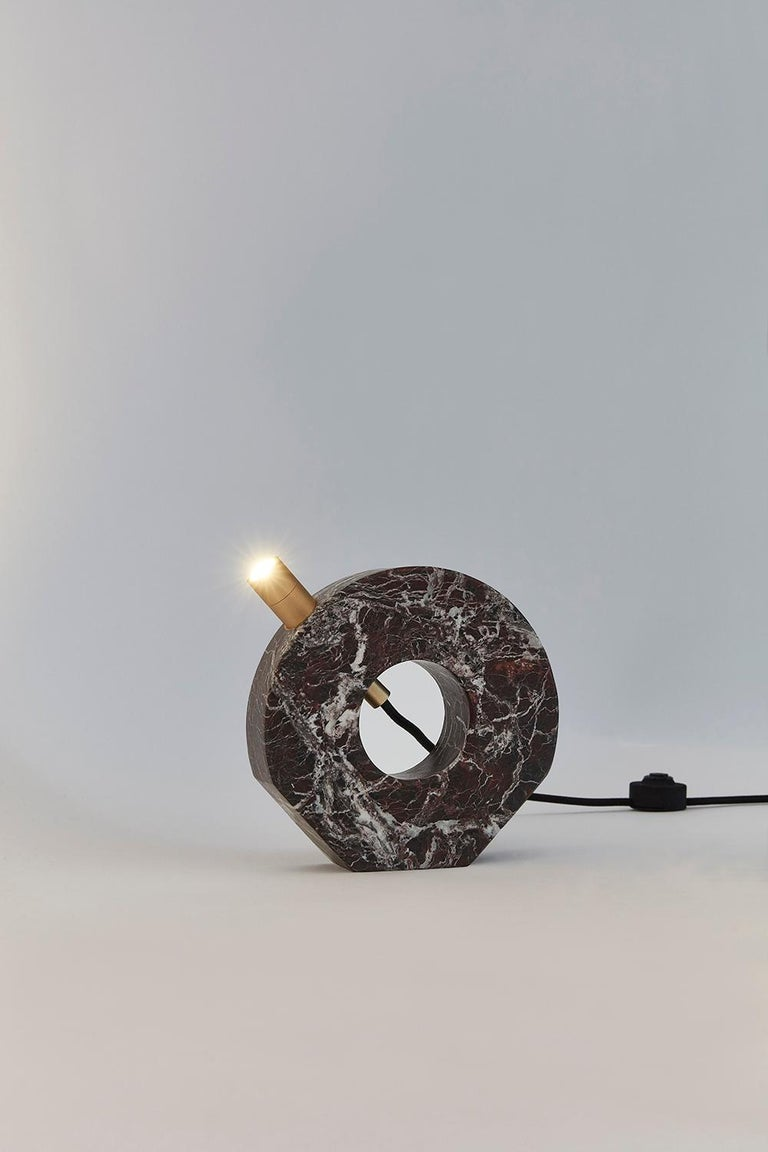 In its iconic figure, simple and strong, Voyager Disk combines a primordial atmosphere with futuristic elements, giving an incredible example of what a contemporary sign is. It can also be made of Grand Antique, Rosso Levanto and Portoro marble. LED