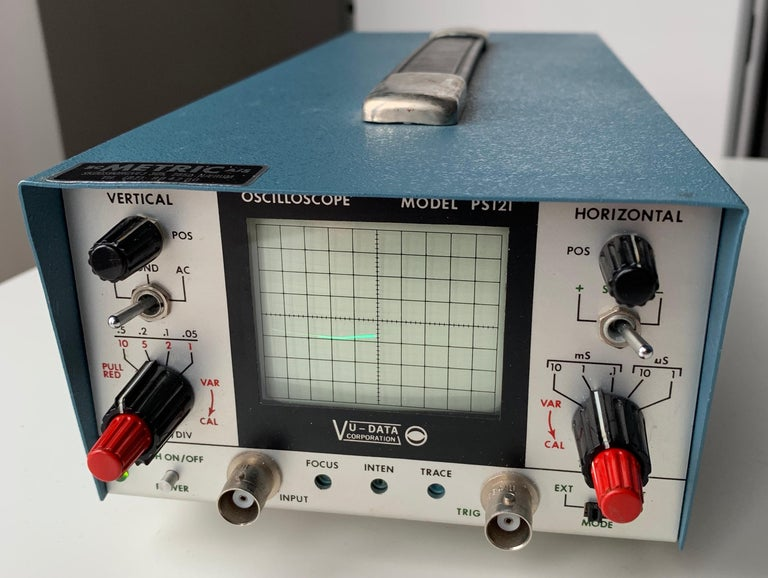 VU DATA Corporation Series PS121 Mini-Portable Oscilloscope. Amercian manufactured 1977 Vintage Oscilloscope measure instrument. Boxed with manual and accessories. Note that this is made for the Danish market with 220 V. Working condition. Video