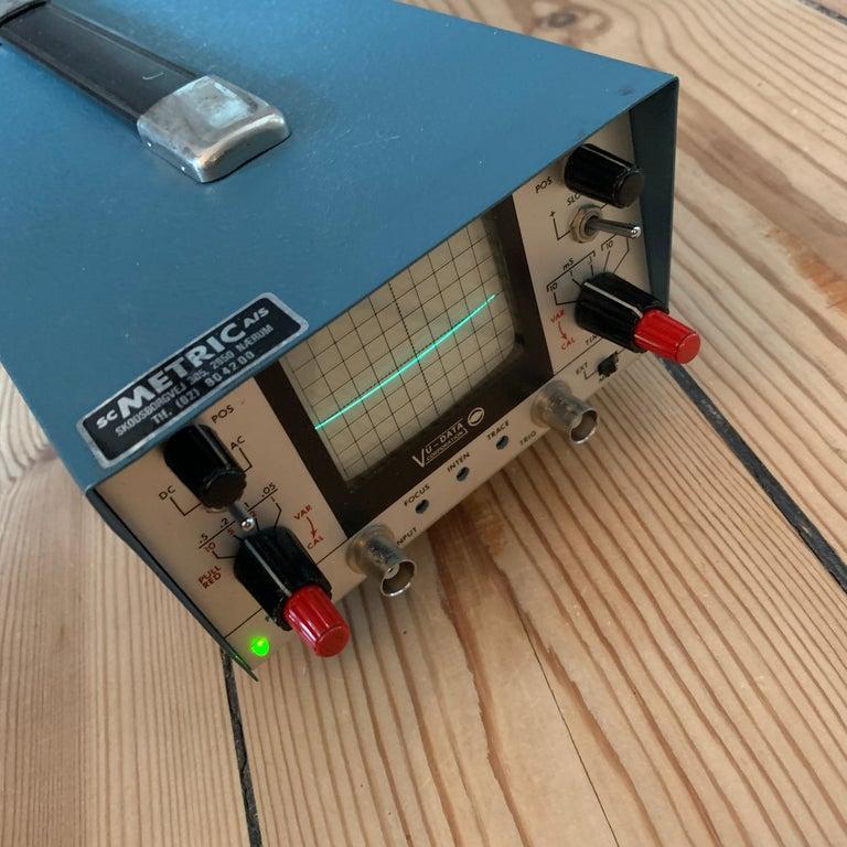VU DATA Corporation Series PS121 Mini-Portable Oscilloscope In Good Condition For Sale In Copenhagen, DK