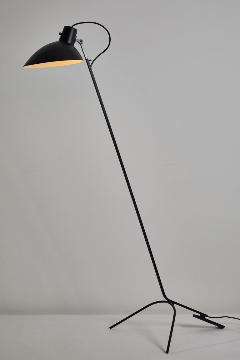 VV Cinquanta floor light by Vittoriano Viganó. Originally designed in Italy, 1951. This light is a current production with an 8-10 week lead time. Spun aluminum reflector, enameled steel structure. Reflector adjust to various positions. Takes one
