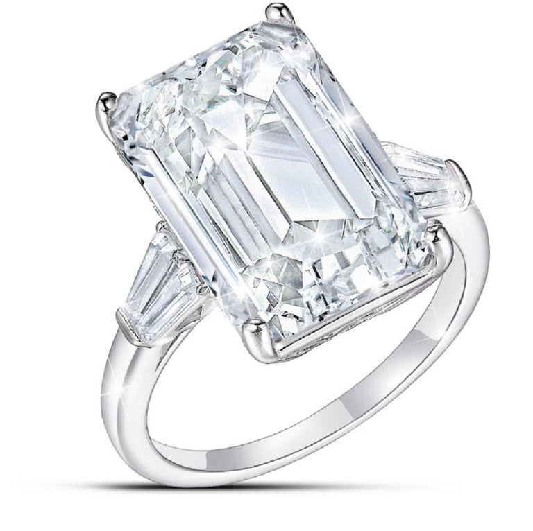GIA Certified 4 Carat Emerald Cut Diamond F Color VVS1 Clarity In New Condition For Sale In Rome, IT