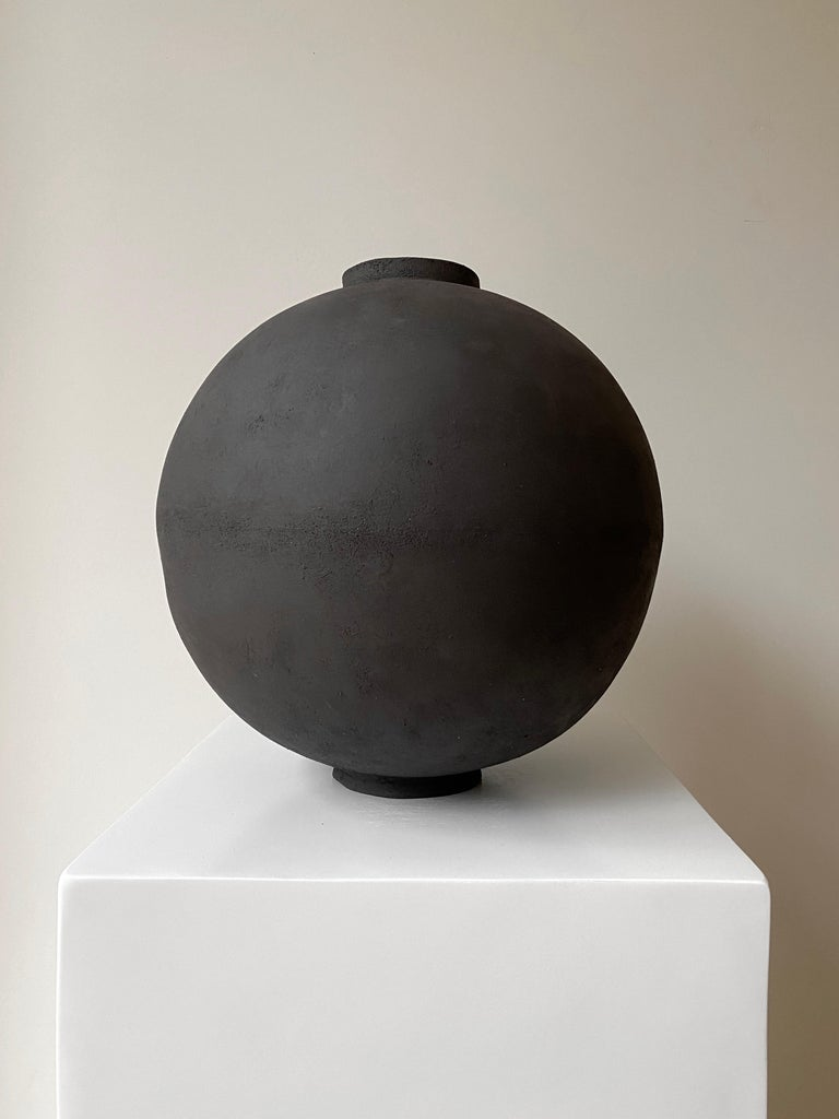 Wabi Moon Jar by Laura Pasquino In New Condition For Sale In Geneve, CH