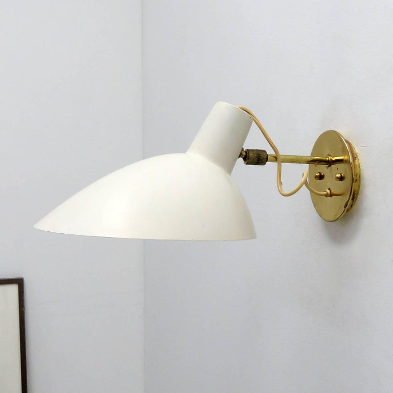 Wall Light by Vittoriano Viganò for Arteluce, 1950s In Good Condition For Sale In Los Angeles, CA