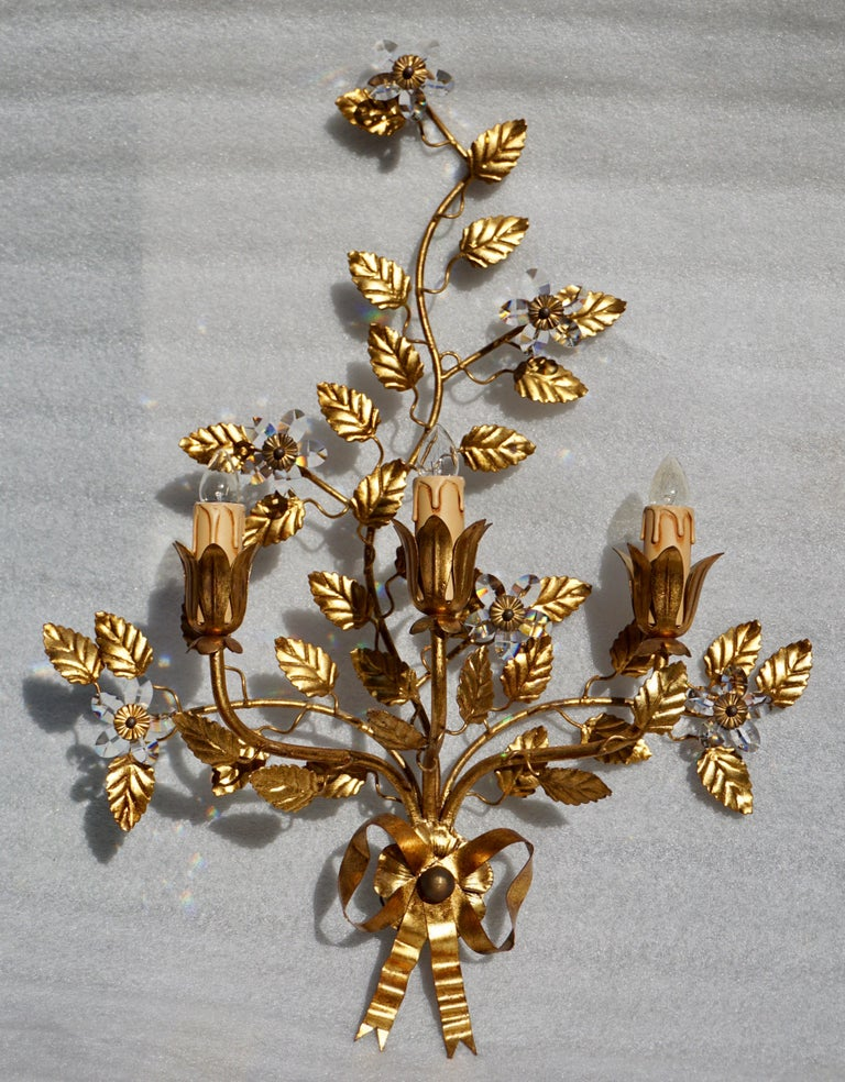 Italian Wall Light in Brass with Crystal Flowers For Sale