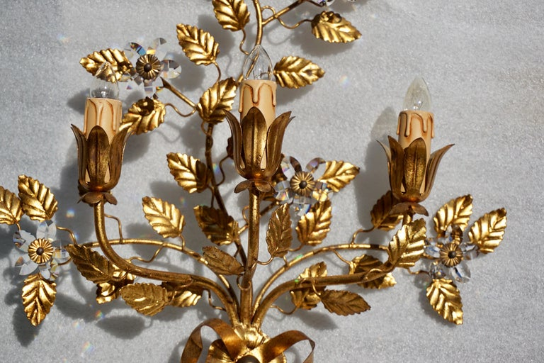Wall Light in Brass with Crystal Flowers In Good Condition For Sale In Antwerp, BE