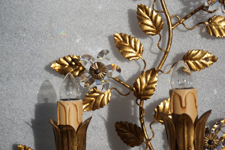 Wall Light in Brass with Crystal Flowers For Sale 1