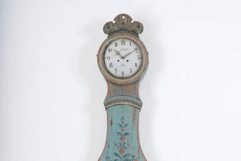Wall Mounted 18th Century Swedish Mora Clock In Good Condition For Sale In Los Angeles, CA