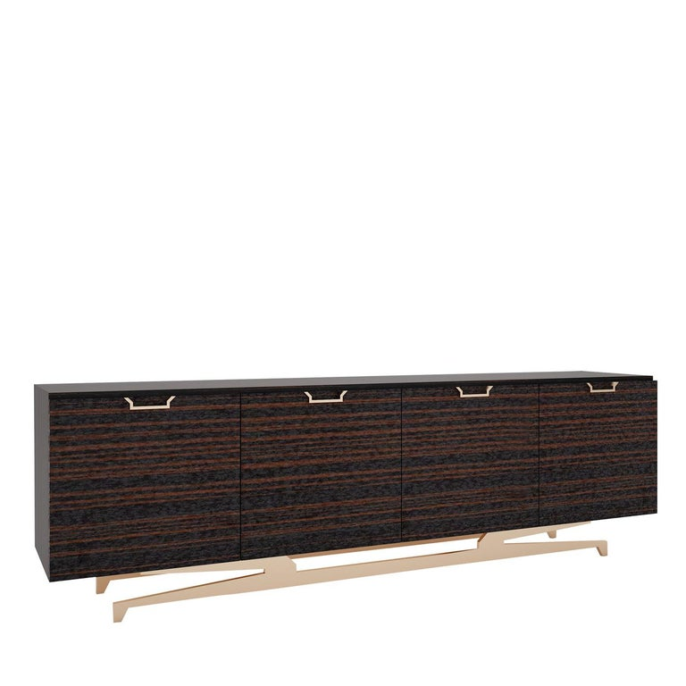 An extraordinary choice for an eclectic interior, this wooden sideboard showcases a dark brown finish and four carved doors with horizontal grain in lighter shades of brown. The support structure is in brass-finished metal (same finish of the doors'
