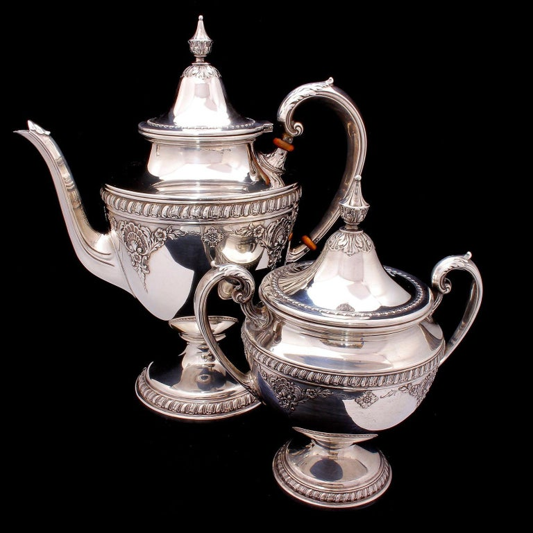 Wallace Sir Christopher Sterling Silver Tea and Coffee Pot Set 4050 In Good Condition For Sale In Lauderdale by the Sea, FL