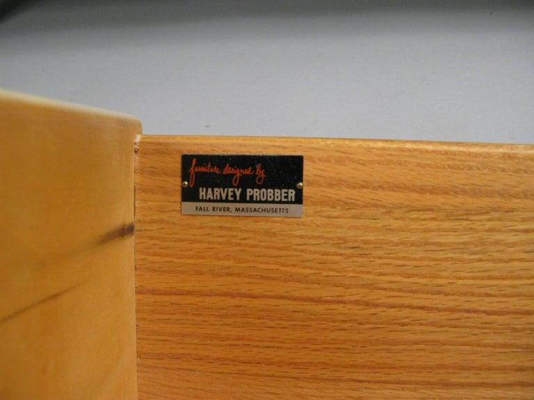 Schrank aus Nussbaum und Leder von Harvey Probber 7